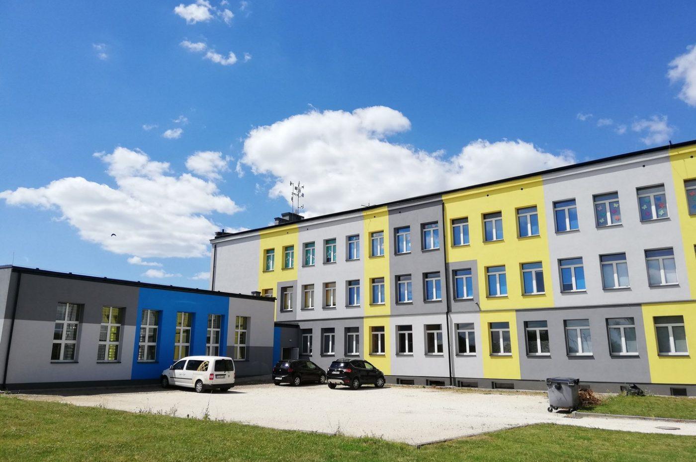 Gruntowe pompy ciepła o mocy 193 kW w szkole podstawowej w Wierzbicy